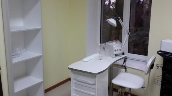 кабинет маникюра мебель